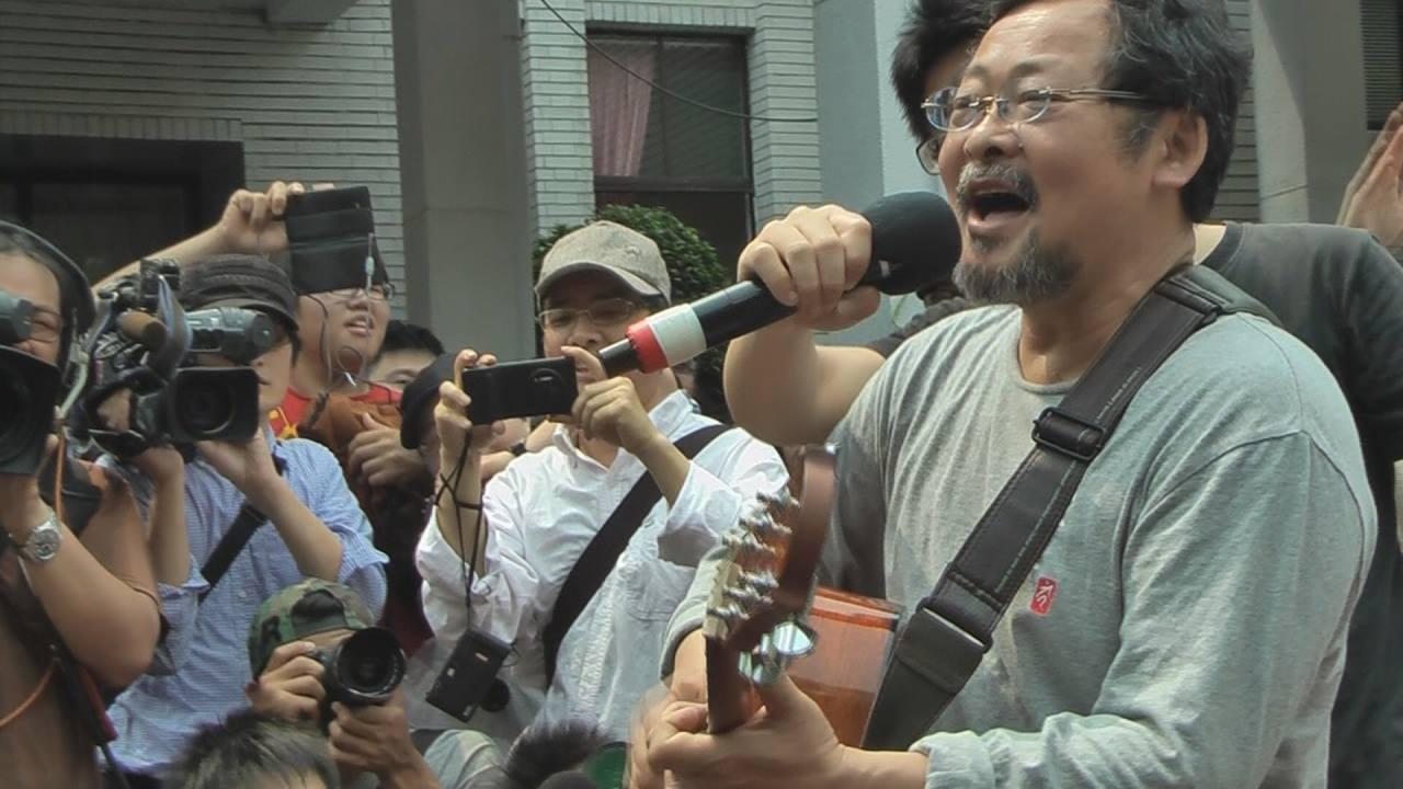 歌手陳明章到獻唱聲援。