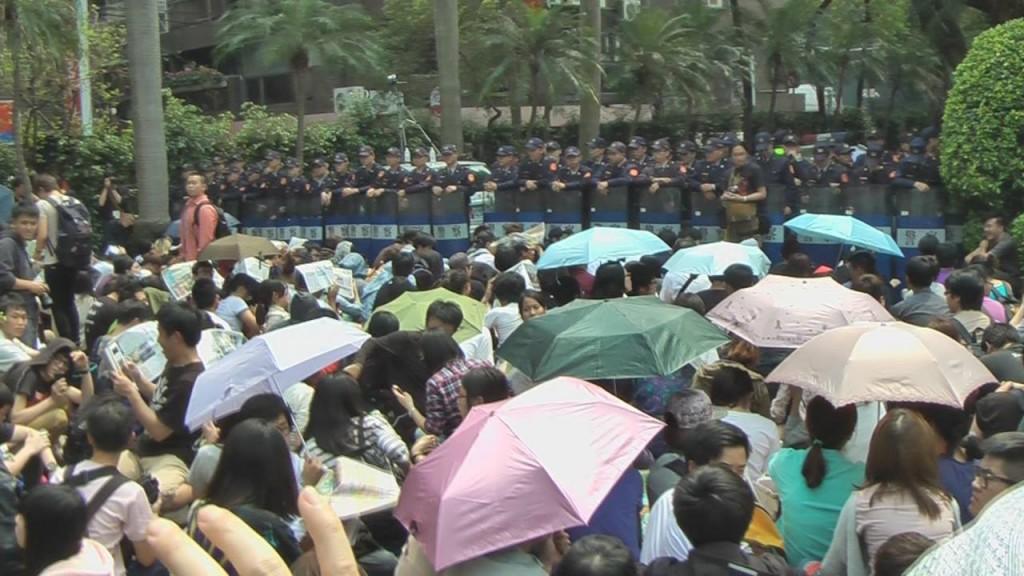 3月19日早上,反服貿佔領議場行動現場情況。