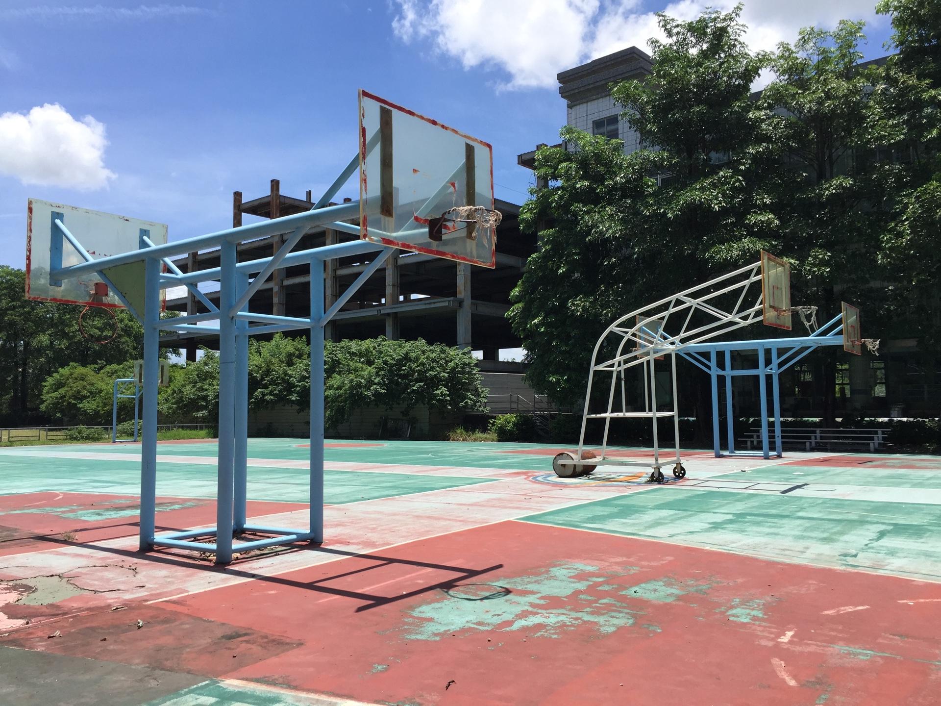 永達技術學院綜合體育館廢棄鋼架