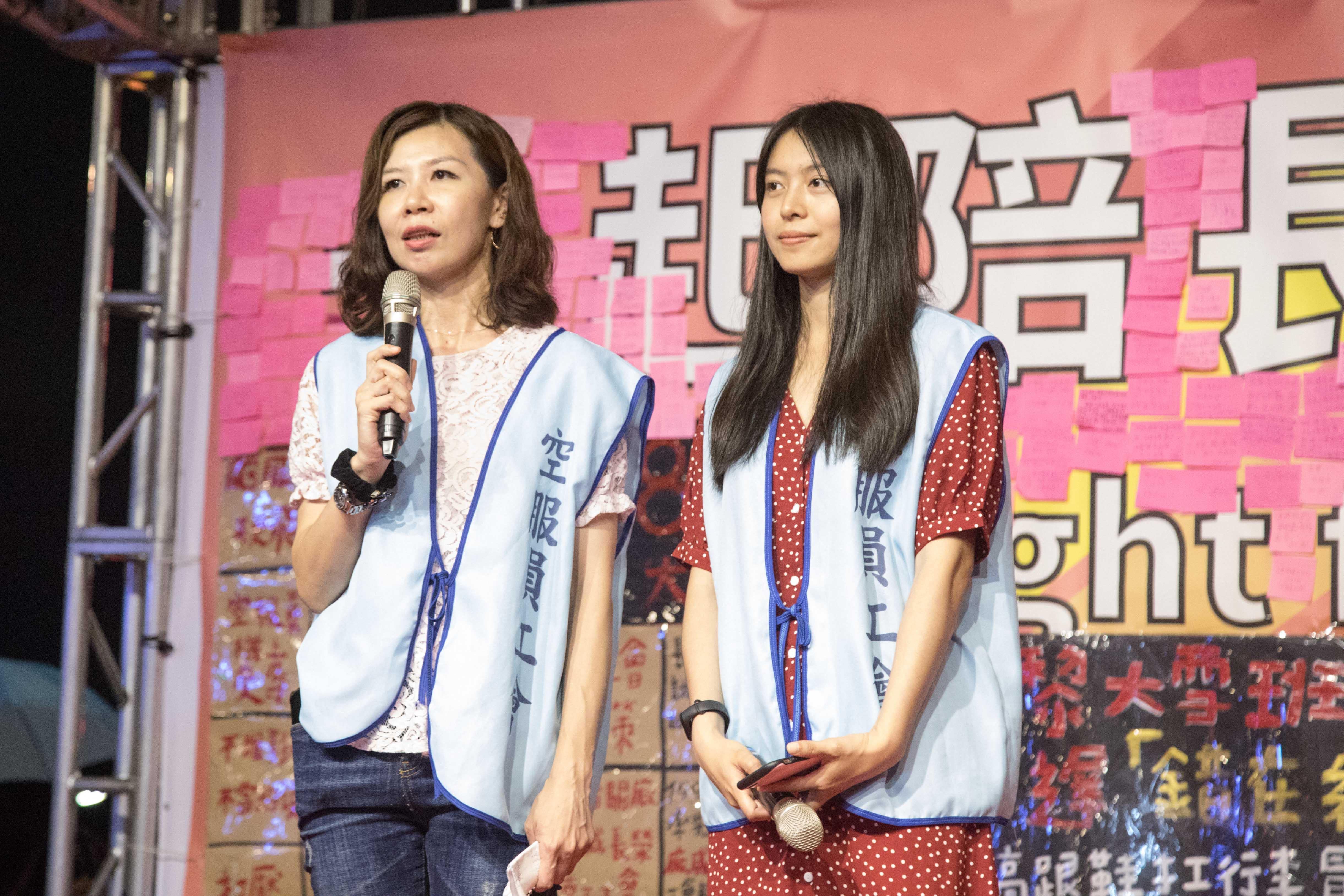 工會理事黃蔓鈴(左)